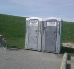Mobiele toiletten Bergse Diepsluis weer geplaatst