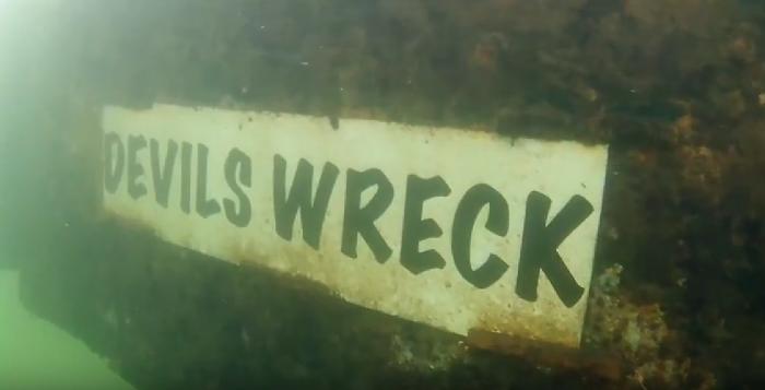 Kruiend ijs beschadigt Devils Wreck in Mill