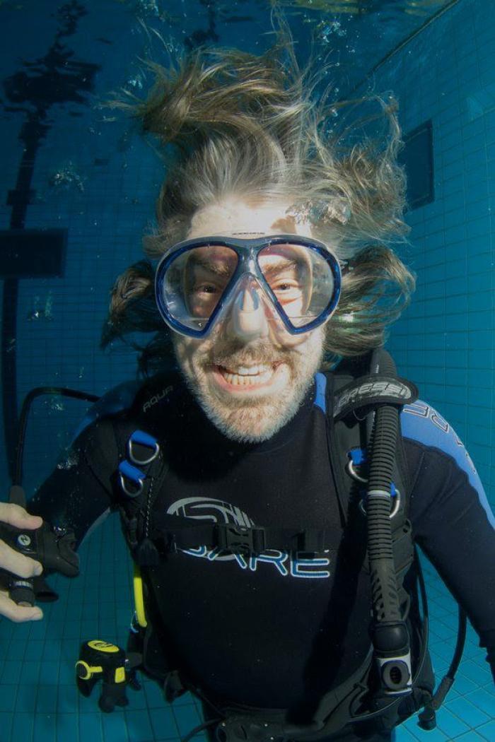 Ruud de Wild in duikaquarium Emmen