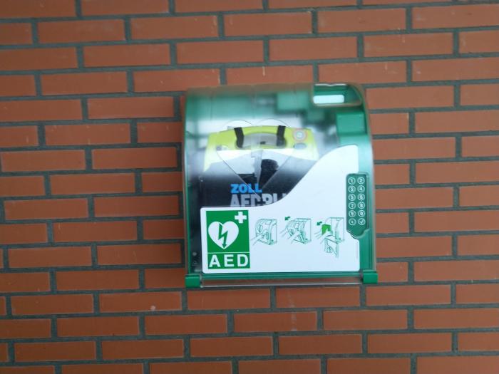Tweede AED geplaatst bij Eiland 4