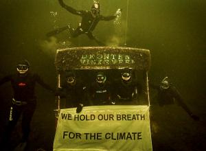 Freedivers duiken voor het klimaat bij Eiland 4