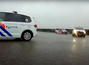 Duikers vinden auto met mogelijk inzittenden bij Neeltje Jans