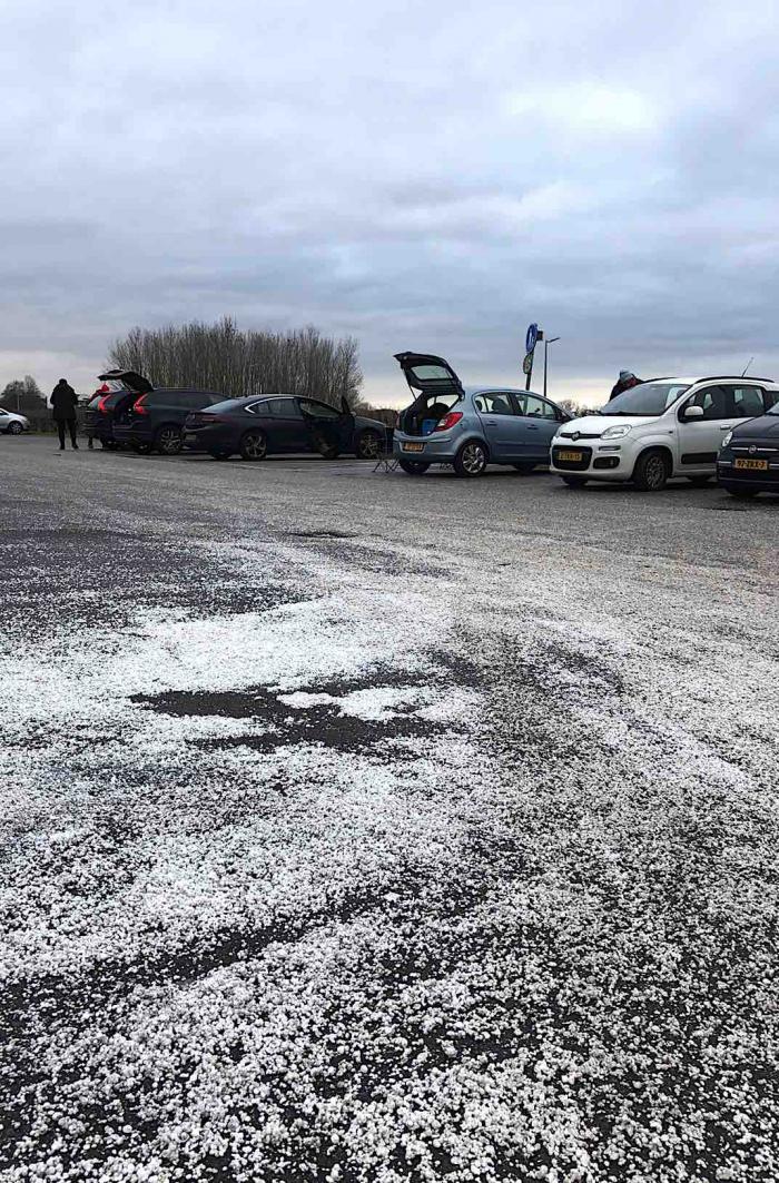 Vervuiling op parkeerplaats Toolenburgerplas