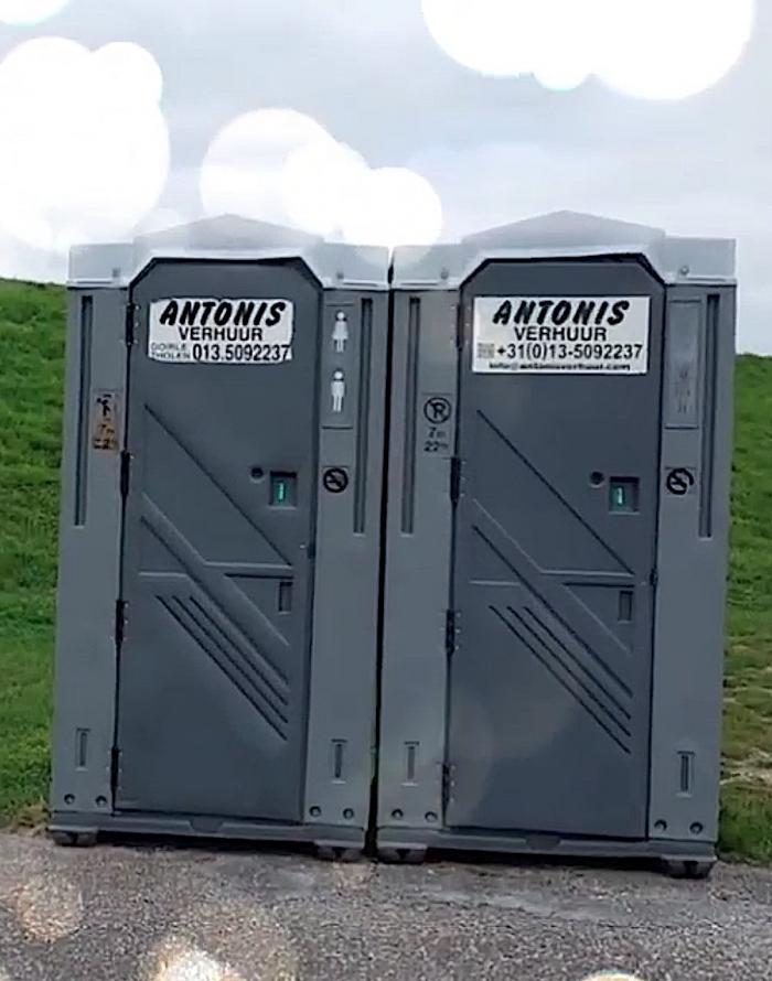 Toiletten Bergse Diepsluis weer geplaatst