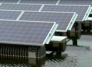 Test met drijvende zonnepanelen in het Oostvoornse Meer
