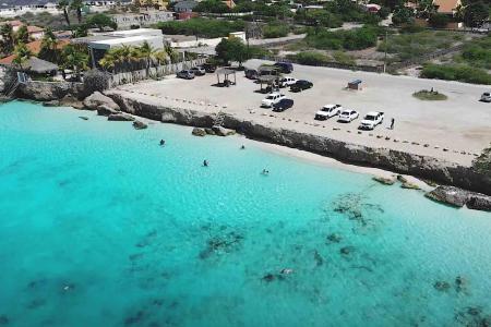 Online petitie tegen renovatie Bachelors Beach Bonaire