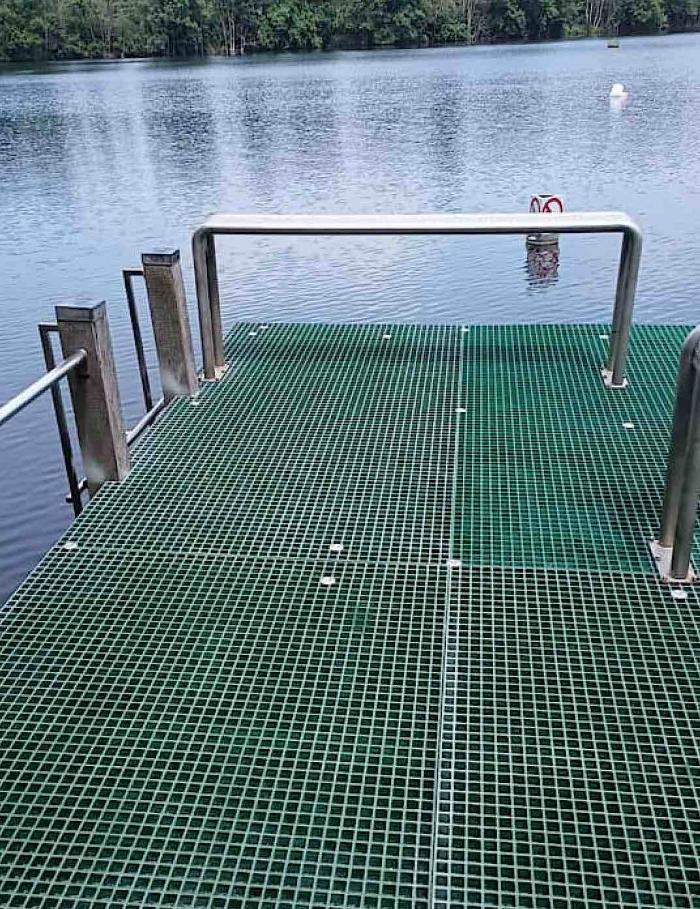 AVOS weert zwemmers met ijzeren rooster in Put van Ekeren