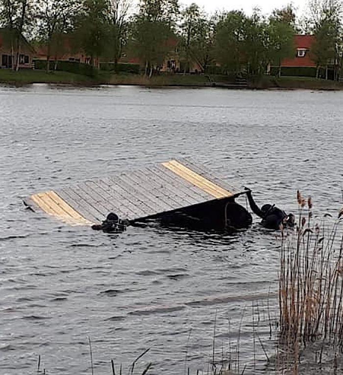 Nieuw platform afgezonken in Veenmeer