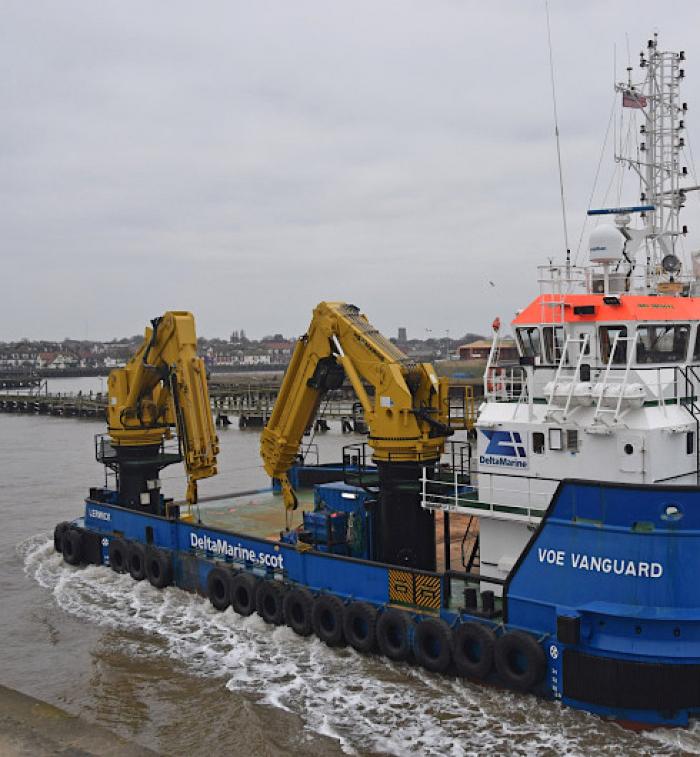 Werkschip actief Veerse Meer. Geen gevaar voor duikers