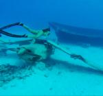 Kaloea girls duiken naar vliegtuigwrakken