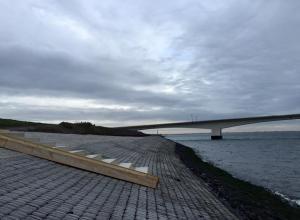 Duiken Zeelandbrug, nieuwe trappen in aanbouw