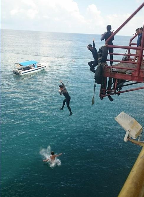 De Dive Rig. Van olieplatform tot duikresort